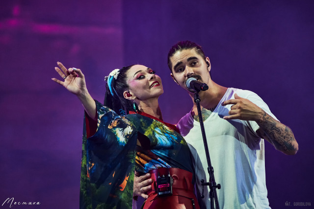 Юрий Музыченко и вокалистка группы The Hatters
