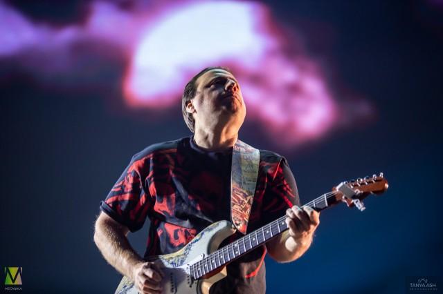Михаил Русин гитарист группы «Чиж & Co» на Чартовой Дюжине 2020