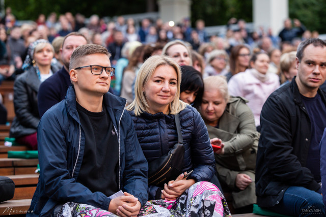 "Зрители на концерте Александра Иванова и группы ""Рондо"""