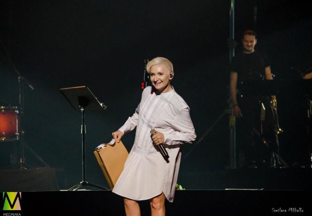 Диана Арбенина на сцене БКЗ Октябрьский