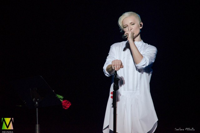 Диана Арбенина на сцене БКЗ Октябрьский 14 марта 2020