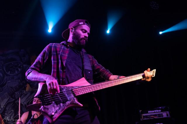 Николай - бас-гистарист Четыре апреля