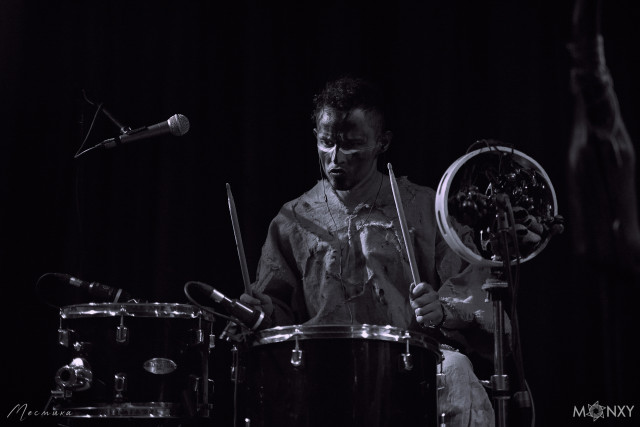 Барабанщик группы Nytt Land